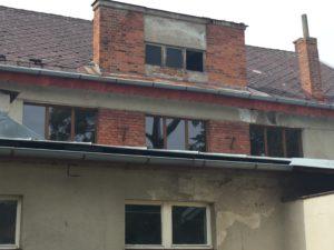 Sokolovna v roce 2017 v průběhu výměny oken.